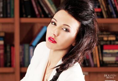 Model: Taya Sopikova
